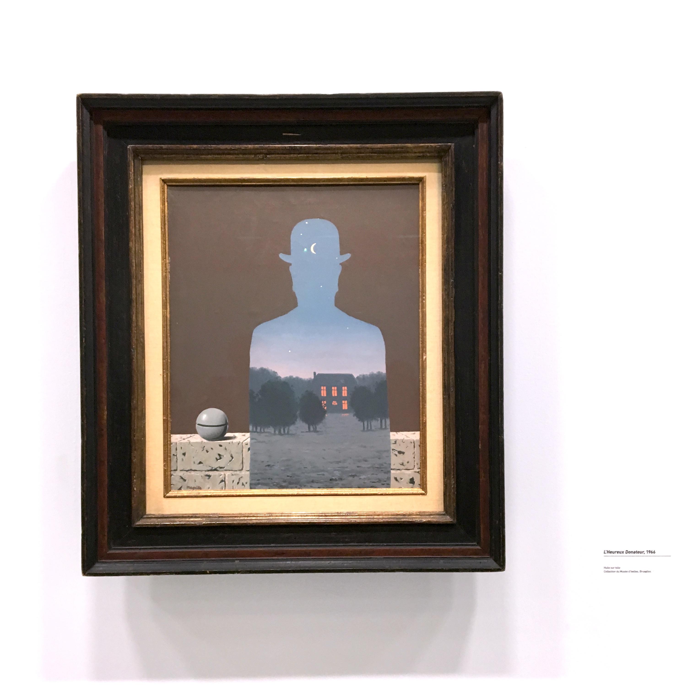 Peinture de Magritte avec un homme